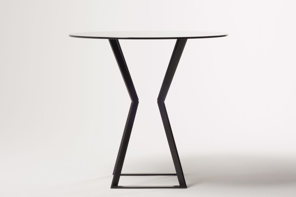 Noir-glass-table